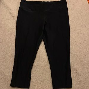Nike dri fit women one legend black Capri large